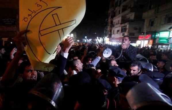 Egiziani cristiani e musulmani insieme per la libertà