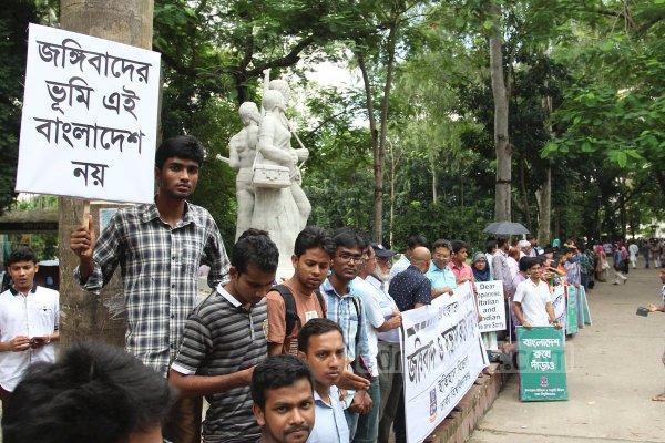 Dhaka, migliaia di studenti formano una catena umana contro il terrorismo-2