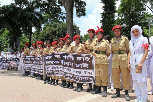 Dhaka, migliaia di studenti formano una catena umana contro il terrorismo-6