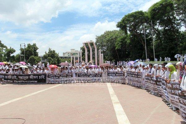Dhaka, migliaia di studenti formano una catena umana contro il terrorismo-9