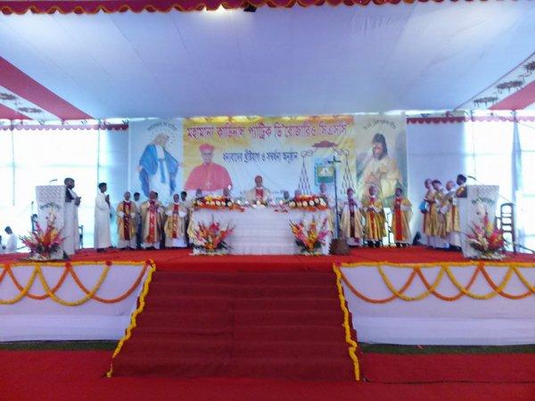 Cattolici in Bangladesh festeggiano il loro primo cardinale-1