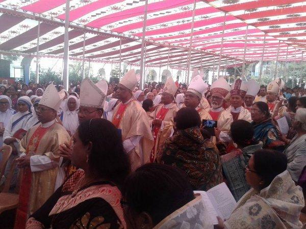 Cattolici in Bangladesh festeggiano il loro primo cardinale-11