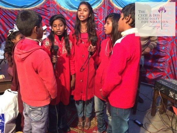 Pakistan, fondazione cattolica offre doni di Natale ai bambini poveri-1
