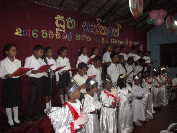 Oblati di Maria Immacolata donano cesti di Natale ai bambini poveri in Sri Lanka-4