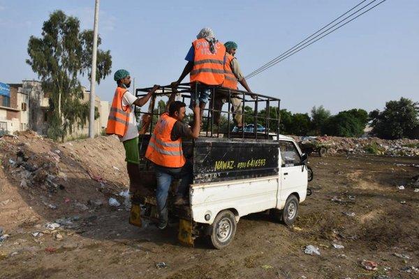 Gli spazzini di Faisalabad devono essere