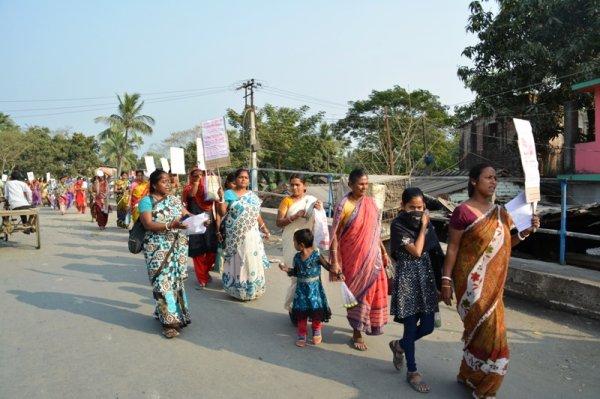 Donne in West Bengal protestano con piatti vuoti-7