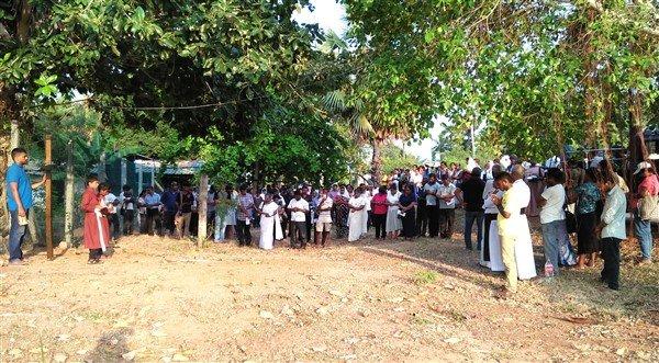 Via crucis in Sri Lanka-3