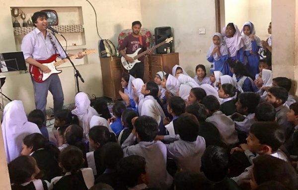 Rock-band di Lahore combatte il terrorismo con la musica-6