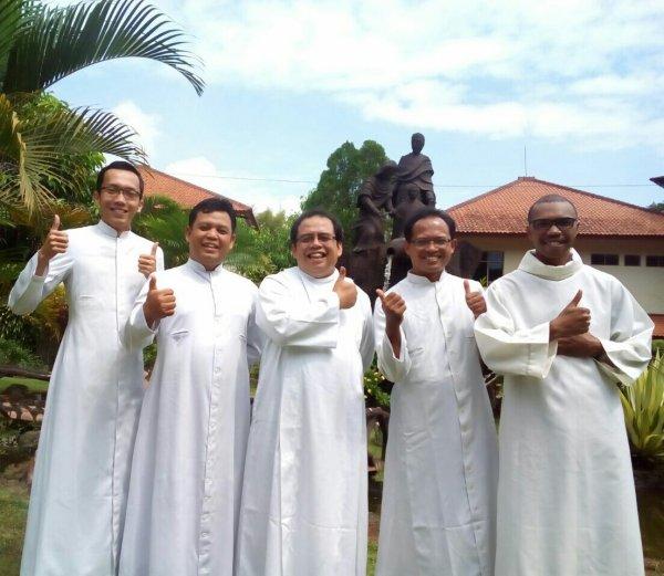 Ordinazioni in Indonesia, luglio 2017-3