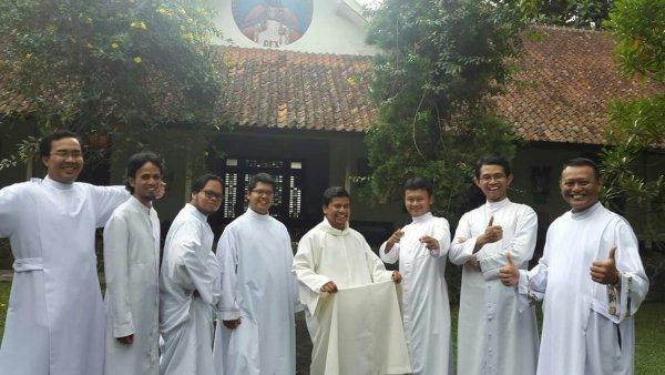 Ordinazioni in Indonesia, luglio 2017-4