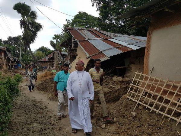 La Caritas distribuisce aiuti agli alluvionati del Bangladesh-3