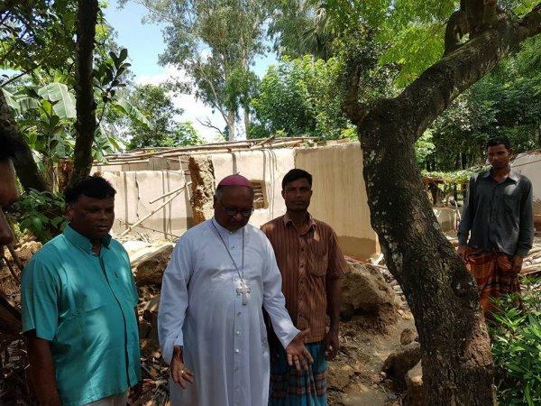 La Caritas distribuisce aiuti agli alluvionati del Bangladesh-8