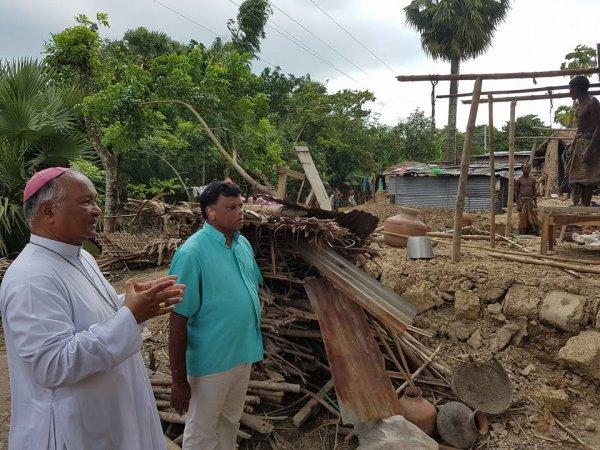 La Caritas distribuisce aiuti agli alluvionati del Bangladesh-9
