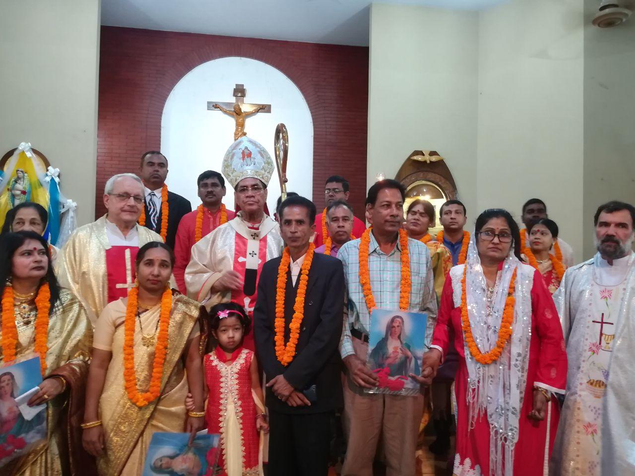 Missionari del Pime con collaboratori e suore