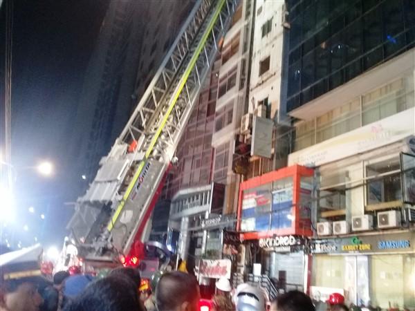 Incendio a Banani, almeno 25 morti. Il cordoglio del card. D'Rozario