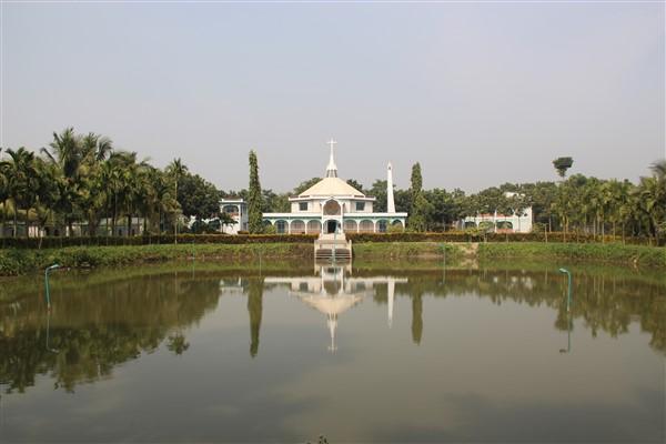 Laghetto esterno del santuario