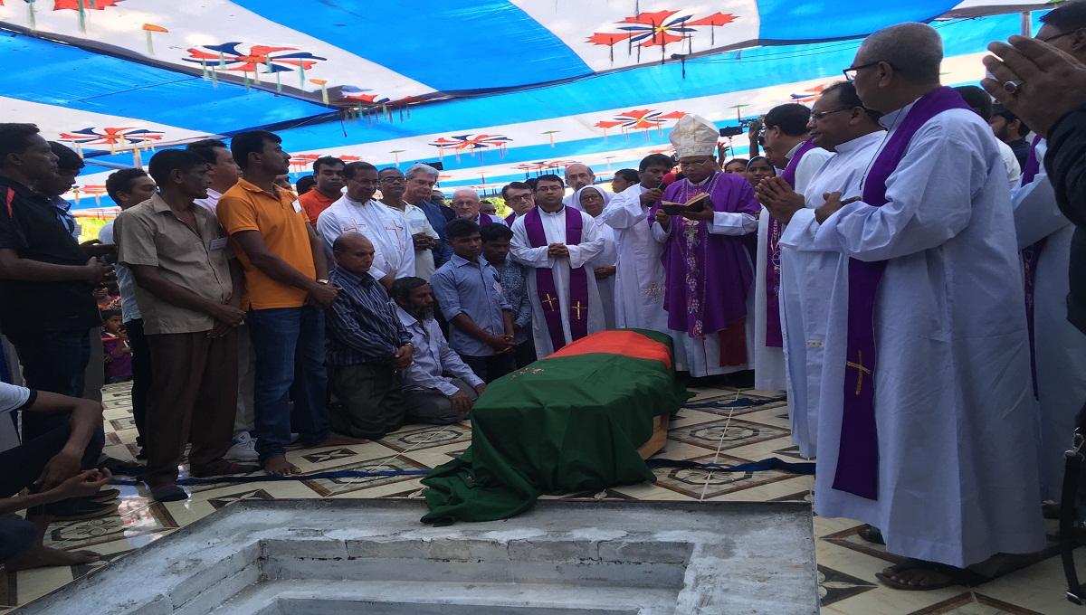 Migliaia di cristiani, musulmani e indu accolgono la salma di p. Marino Rigon