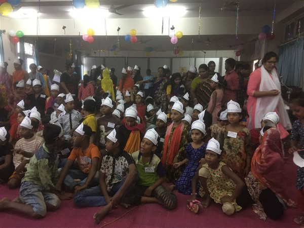 Third World Day of the Poor with street children in Dhaka