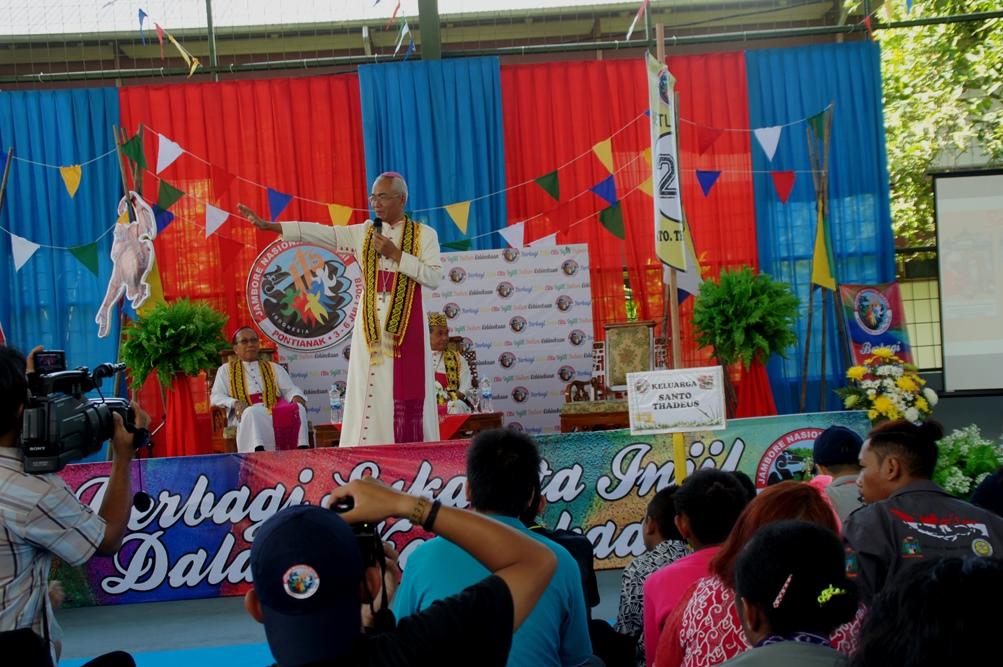 Vescovi al raduno nazionale dei Giovani missionari a Pontianak (West Kalimantan)