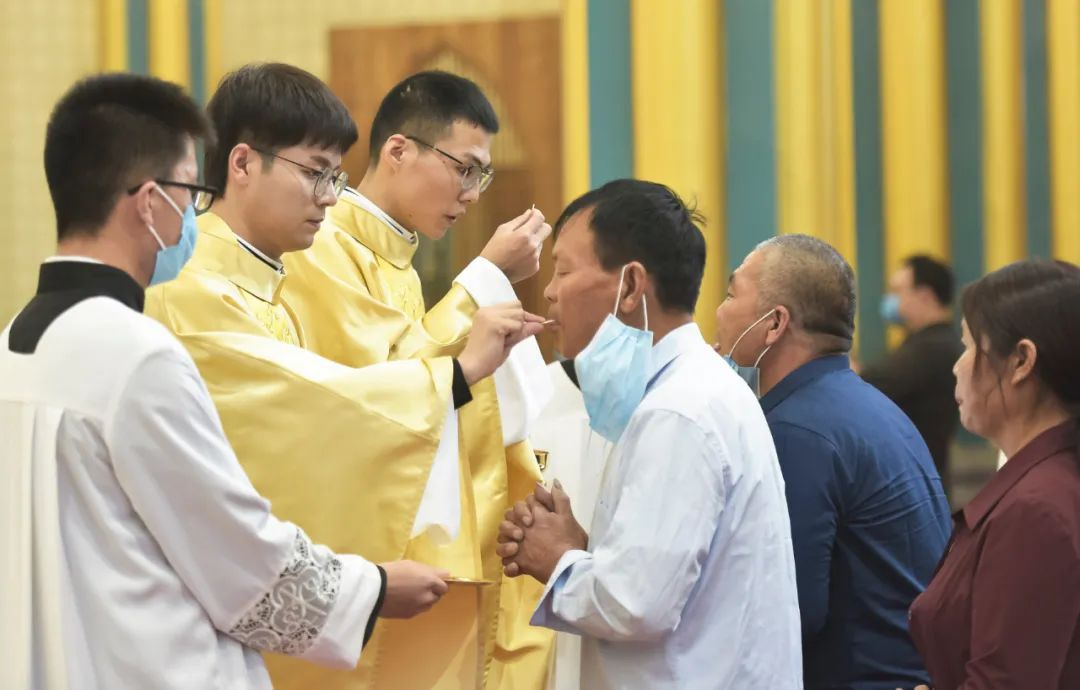 Eight new priests in Beijing