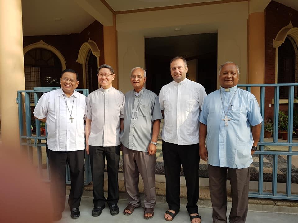 Cardinals Bo and Tagle visit Rohingya refugees in Bangladesh
