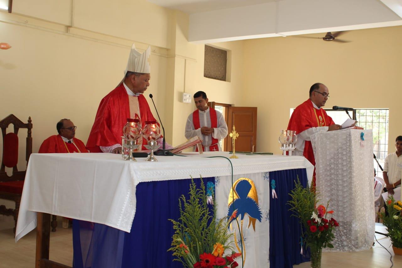 Vasai, mons. Machado conferma in Cristo 285 giovani