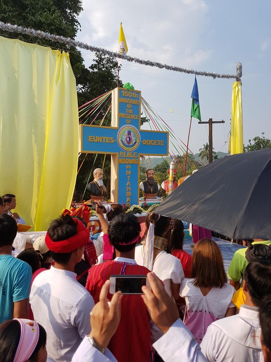 Monumento ai missionari 02