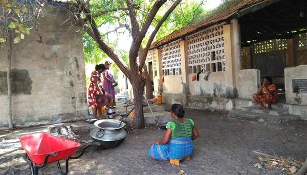 Cattolici tamil accampati nell'isola di Iranaitheevu