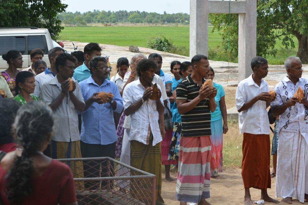 Abitanti di Paanama pregano per le loro terre