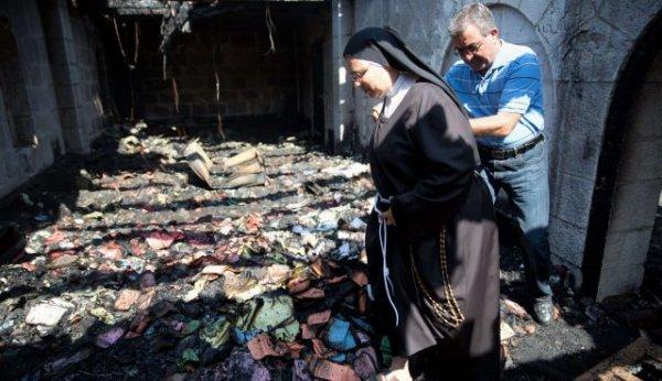 Incendio doloso colpisce la chiesa di Tabga in Galilea-2