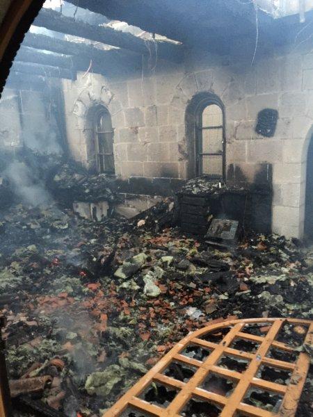 Incendio doloso colpisce la chiesa di Tabga in Galilea-4