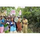 Donne in West Bengal protestano con piatti vuoti-2