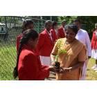Ragazze cattoliche ripuliscono le spiagge dello Sri Lanka-2