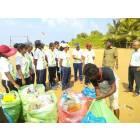 Ragazze cattoliche ripuliscono le spiagge dello Sri Lanka-9