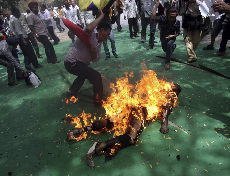 http://www.asianews.it/files/img/TIBET_-_CINA_(F)_0710_-_Autoimmolazione.jpg Being Burned Alive