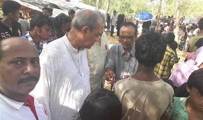BANGLADESH_-_0926_-_Card_D'Rozario_visits_Rohingys_camps_1_(600_x_450).jpg