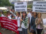 INDONESIA_(s)_0416_-_GKI_Yasmin_Church_and_Filadelfia_Church_in_a_peaceful_protestt_in_front_of_State_Palace_15_April_2012.jpg