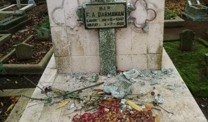 INDONESIA_-_0103_-_Profanazione_-_public_cemetery_in_Magelang_of_Central_Java_vandalized_2.jpg