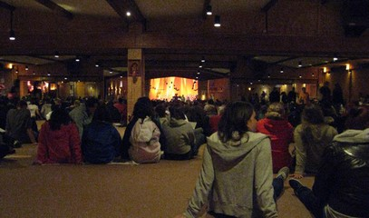 占碑省青年举行泰泽祈祷在生活中认识了解真正的耶稣的爱