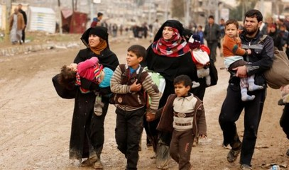 Mosul: fleeing parents forced to