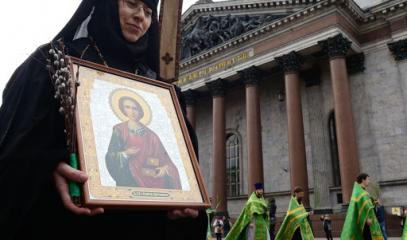 Russia-Icon_and_nun.jpg