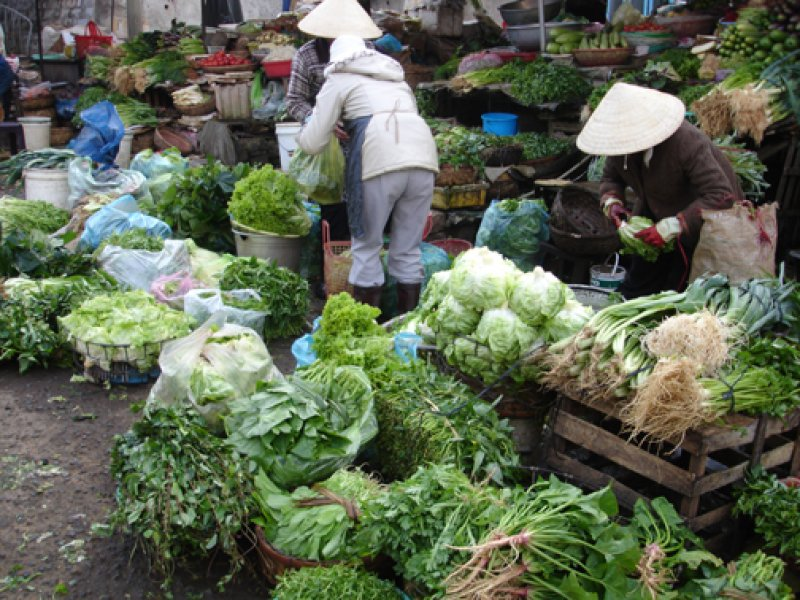 VIETNAM - CHINA Vietnamese markets flooded with cancer